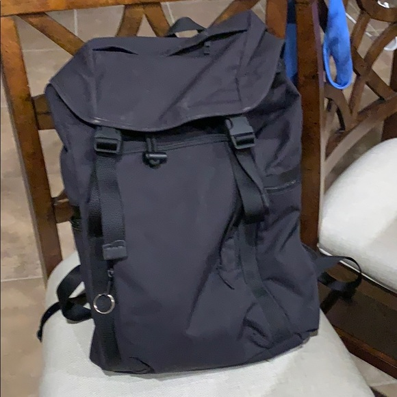 Lululemon Command the Day Backpack